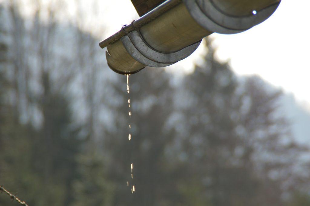 leaking-gutter