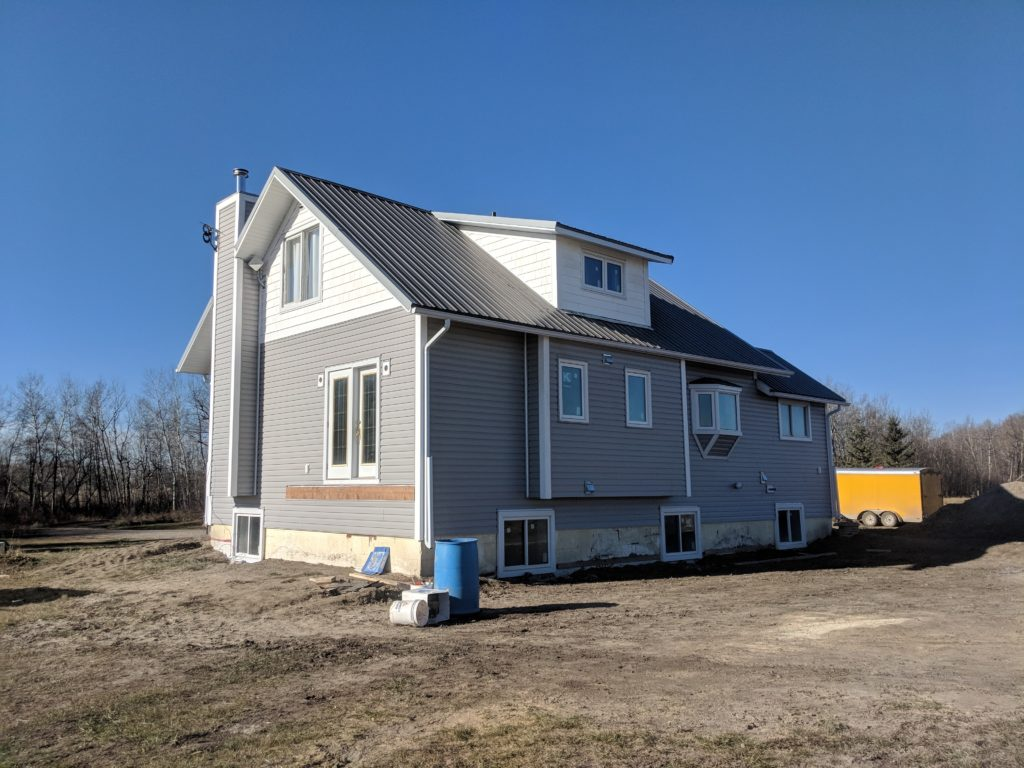 refurbishing-the-exterior-of-a-home-with-vinyl-siding